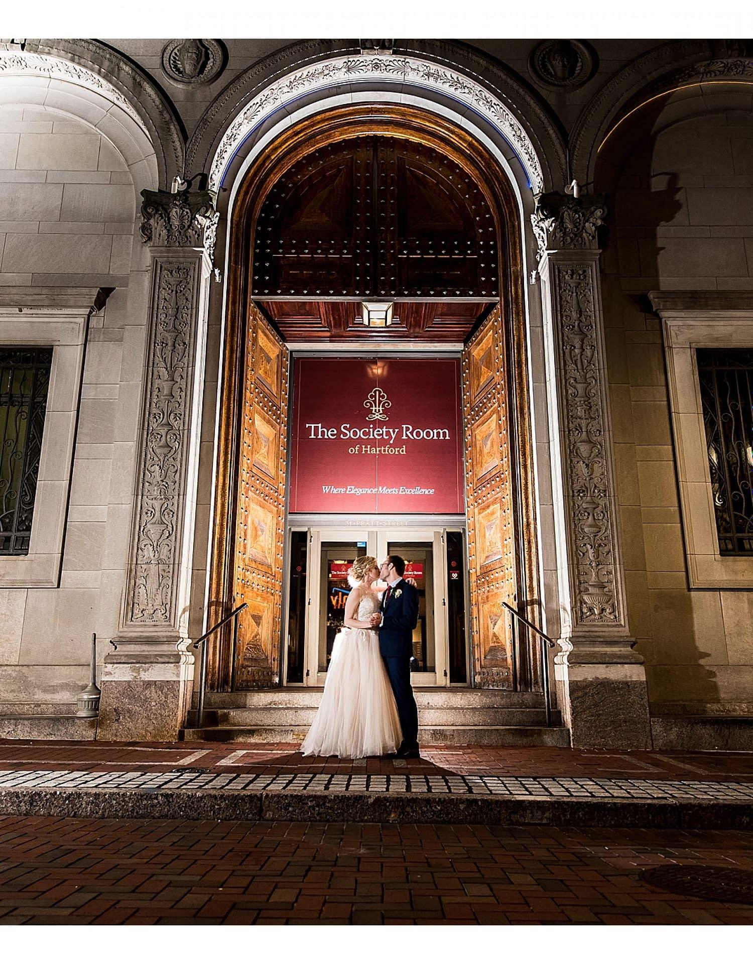 1149-J.BensonPhotography_Wedding_JeffTheresa_Society_Room_Hartford_CT